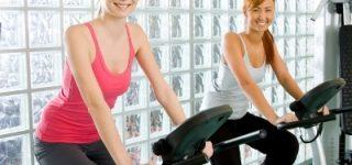 Rowerek treningowy jako wyposażenie siłowni