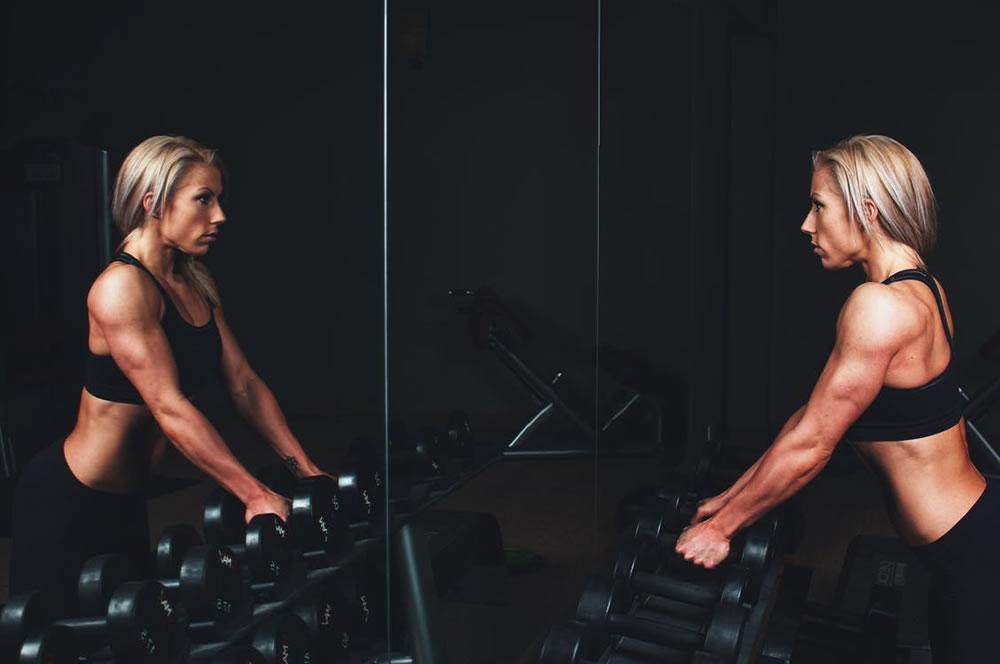 Rodzaje i zastosowanie sprzętu na siłowni
