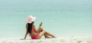 Jak dbać o problematyczną skórę na urlopie?