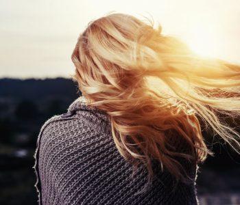 Jak sprawić, by włosy miały lśniący kolor?